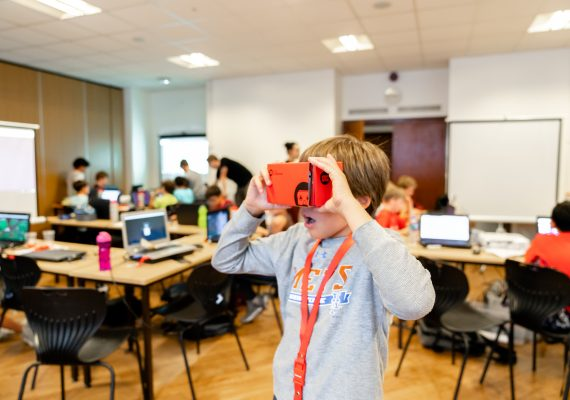 Photo: Junior Augmented Reality and Virtual Reality (AR/VR)