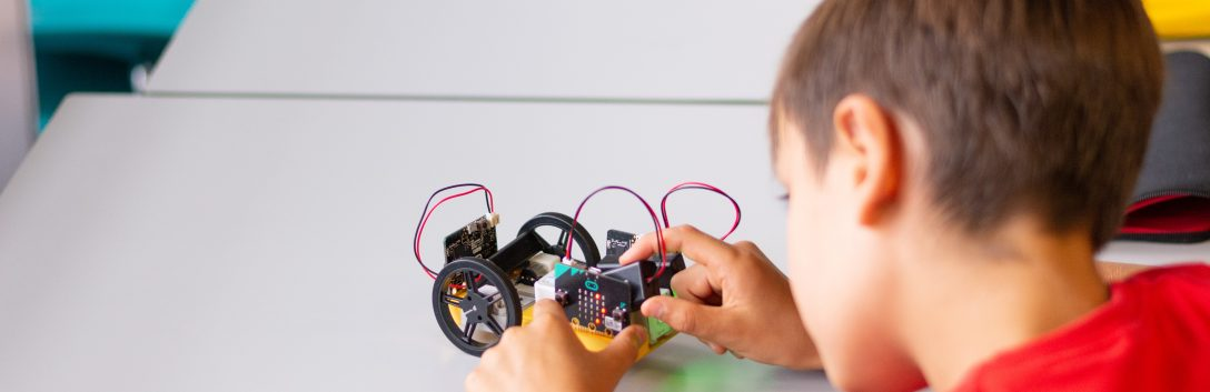 PHOTO: Electronics Courses For Kids